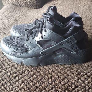 "Nike ""HUARACHI"" shoes"
